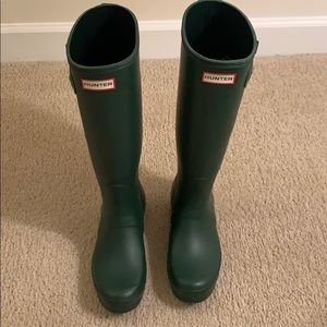 Green Hunter rain boots. Size 8.